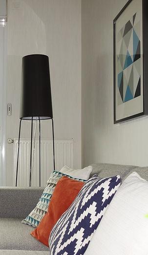 décoration d'intérieur luminaires et coussins salon salle à manger décoratrice