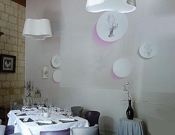 salle de restaurant décoration mur et luminaires