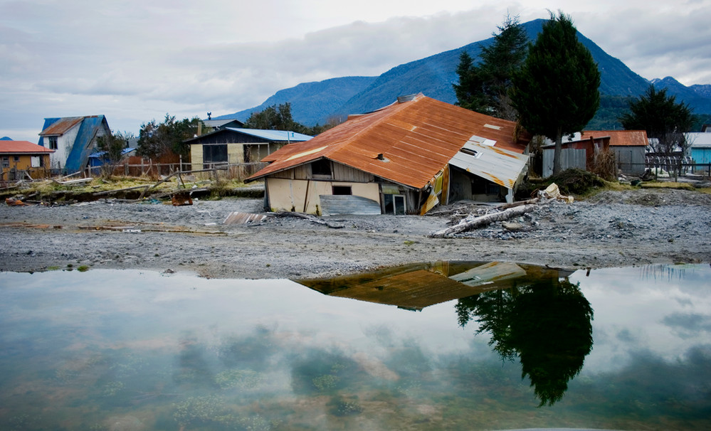 the overflowing of the river caused it to cross the town destroying everything in its path. many of the houses were buried in the ashes or washed out to sea
