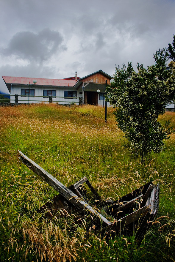 My family business is a hotel, which is located on a small hill, allowed it to be saved from the collapse. However, after the eruption, my family had to abandon it and take refuge on the island in front (Chiloé) for a few years.