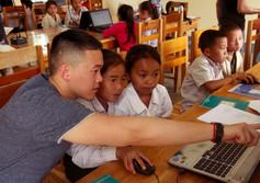 Volontaire à l'école informatique - Enfa
