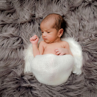 Newborn Photo shoot in Delhi Gurgaon Noida.jpg