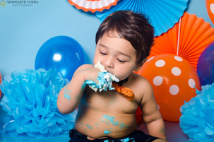 Cake Smash photoshoot at home in Delhi Gurgaon Noida.jpg