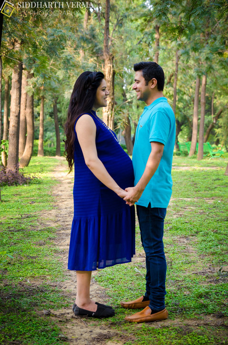 Outdoor maternity photo shoot Delhi.jpg
