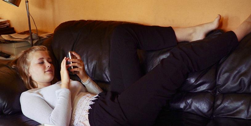 Aslaug på sofaen