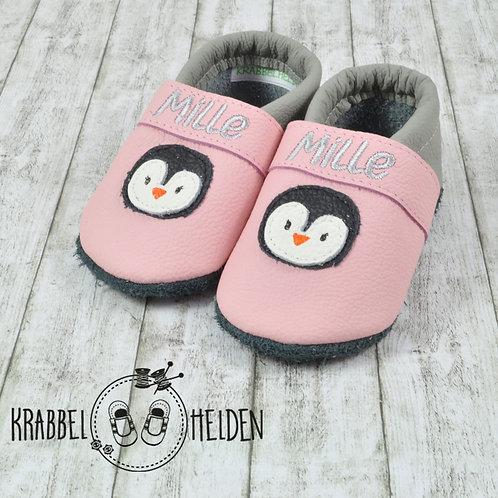 Lederpuschen rosa-hellgrau mit Pinguin ab