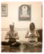 Yoga Ráshuah - Tudo o que os exercícios de Yoga tradicionais oferecem de benefícios, aliados a forma exclusiva Ráshuah de técnicas de auto-observação, meditação e autoconhecimento