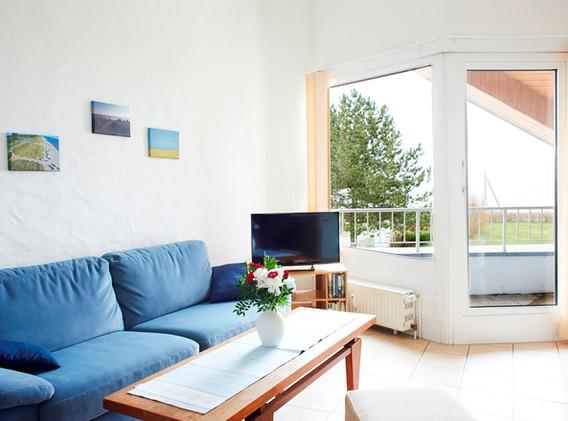 Offener Wohnbereich mit Balkon