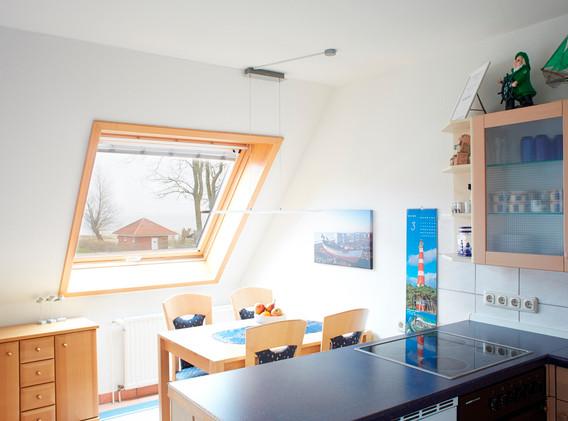 Küche in U-Form und Eßbereich