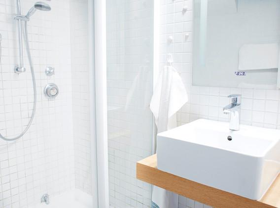 Duschbad mit Glasduschkabine
