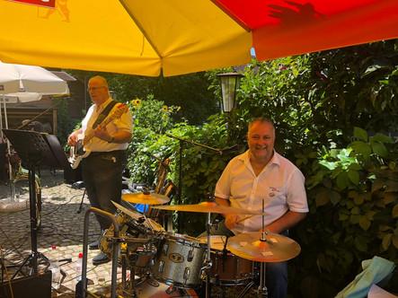 Am 9. August 2020 der erste richtige Konzertauftritt mit Peter im Restaurant Frohsinn, Frauenfeld.
