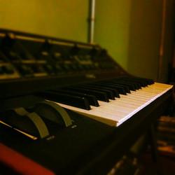 Instagram - despues de las guitarras llegan los teclados #lowcostlife