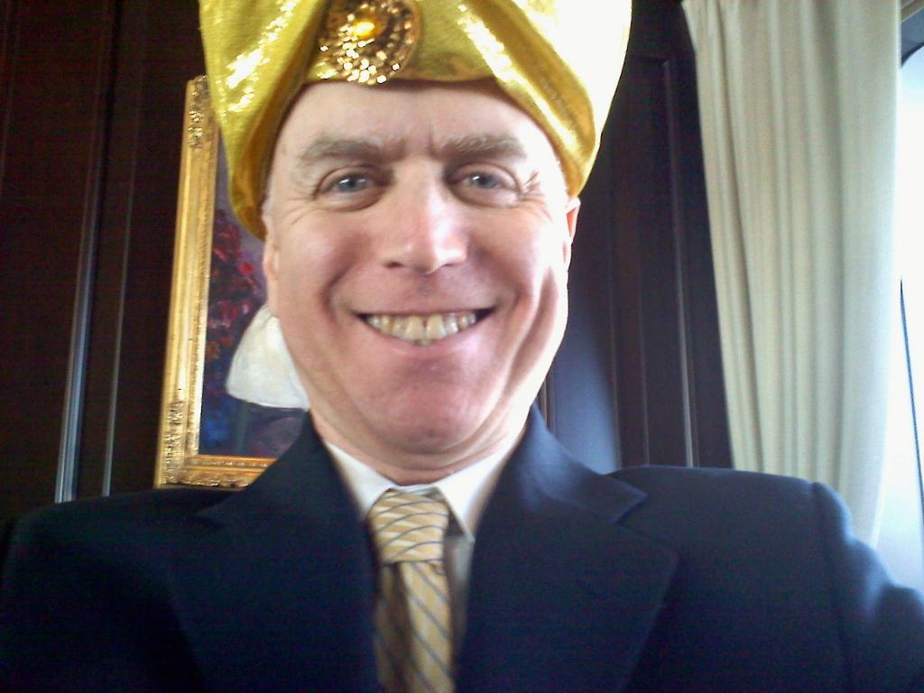 Pianist in gold turban