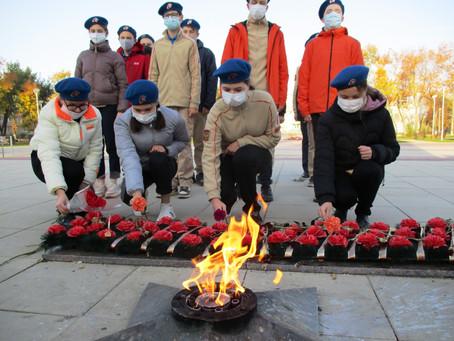 Юнармейцы возложили цветы к памятнику Марины Расковой и мемориалу «Героям-Авиаторам»