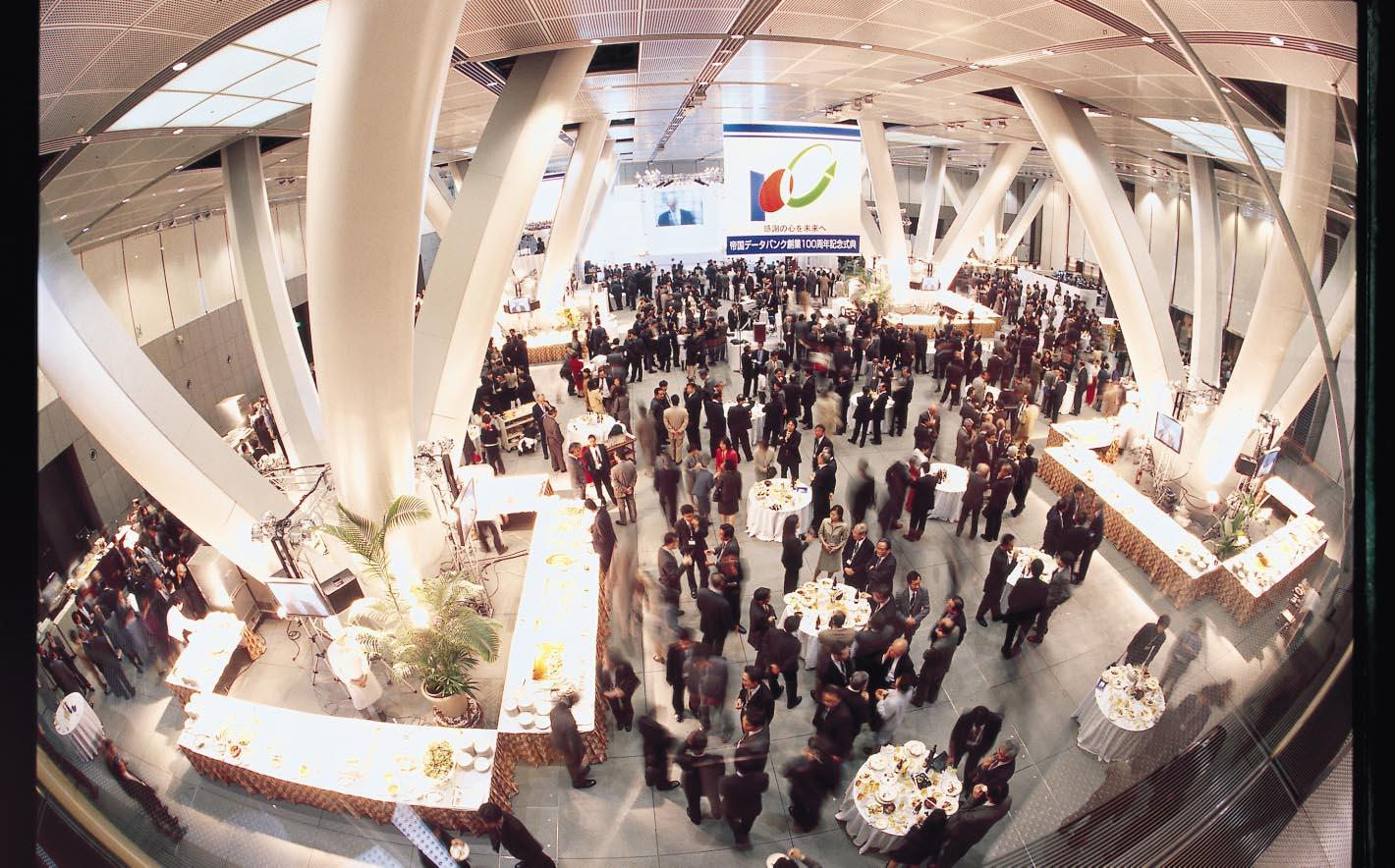 522 創業100周年記念式典会場(東京国際フォーラム、2000年3月4日)