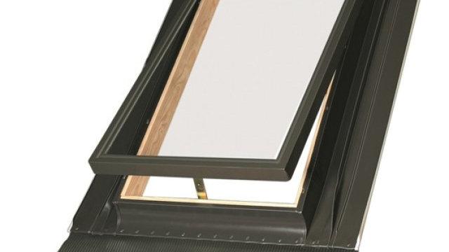Fakro окно-люк со стеклопакетом и  универсальным окладом WGI