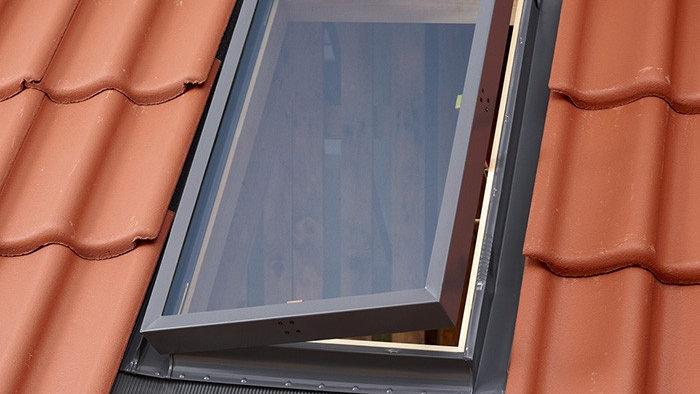Fakro окно-люк со стеклопакетом и  универсальным окладом WLI