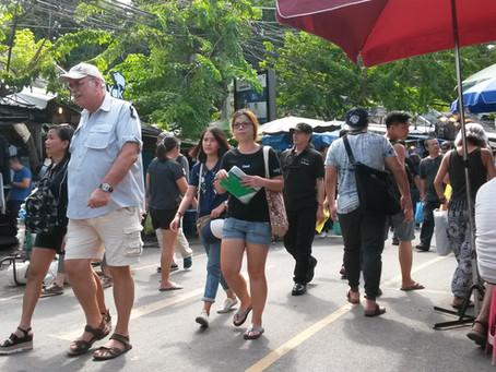 SUDESTE ASIÁTICO 2º Dia - Conhecendo o maior mercado de rua da Tailândia (05/11/2016)
