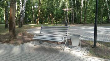 В Кашире приводят в порядок скамейки во дворах