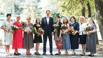 Глава округа встретился с выпускницами, получившими 100 баллов по ЕГЭ
