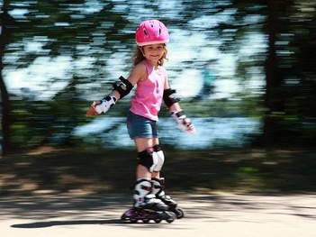 Простые правила безопасного поведения при катании на скейтборде и роликовых коньках