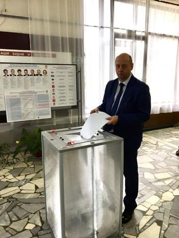 Олег Кузьмин принял участие в выборах депутатов ГосДумы и МособлДумы