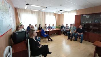 Андрей Голубев на встрече с дорожниками поблагодарил их за работу в условиях суровой зимы