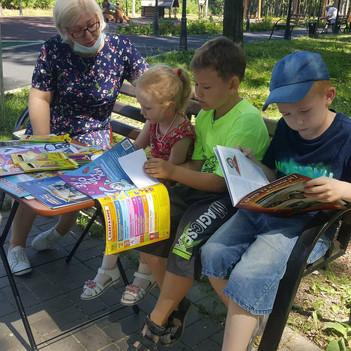 «Библиоскамейка» собирает любителей книг