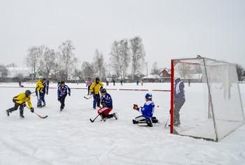Чемпионат городского округа Кашира по хоккею с мячом проходит на стадионе «Локомотив»