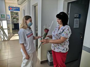 Каширские молодогвардейцы поздравили медиков с профессиональным праздником
