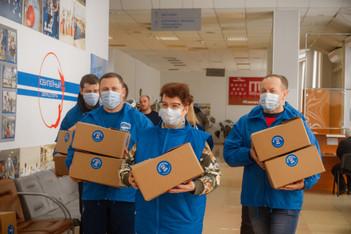 Волонтеры Каширы подарили участникам клуба «Активное долголетие» витаминные наборы