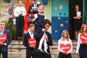 Глава округа Дмитрий Волков принял участие в школьных линейках, посвященных 1 сентября