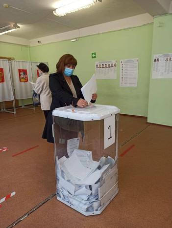 Начальник Базаровского теротдела Оксана Дмитриева приняла участие в голосовании