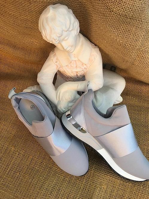 Sneaker grau silber