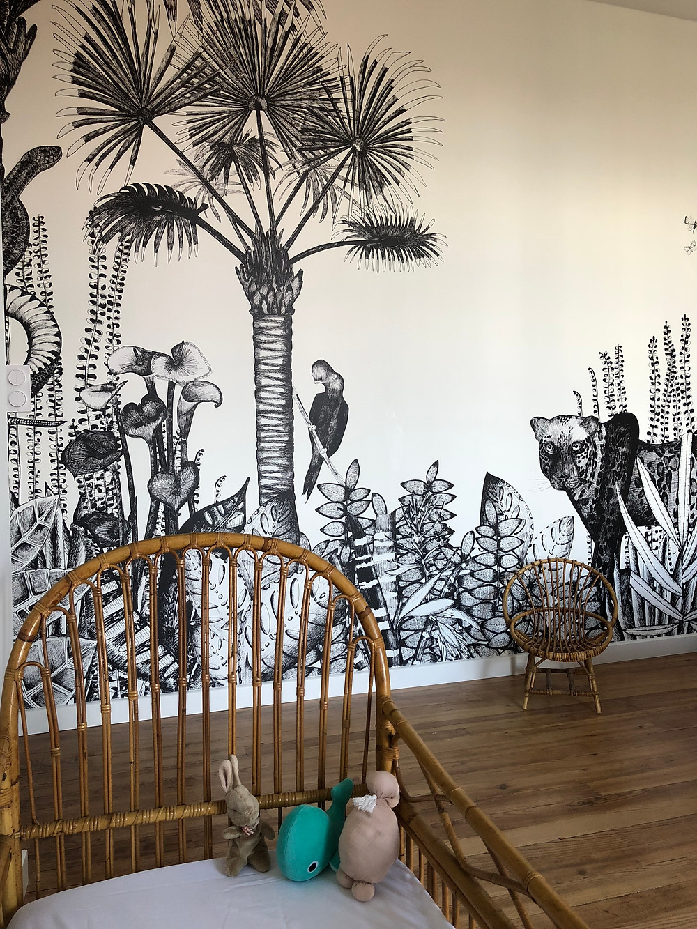 chambre d'enfant avec un papier peint panoramique
