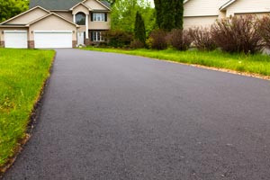 Sealcoating Vs. Asphalt Paving: 4 Solutions You Need Now