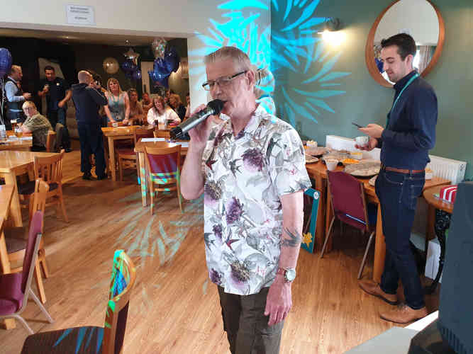 Excellent Singer at a Pub in Sunderland performing at a Karaoke and Videoke Party. With a DJ playing music and a lighting show.