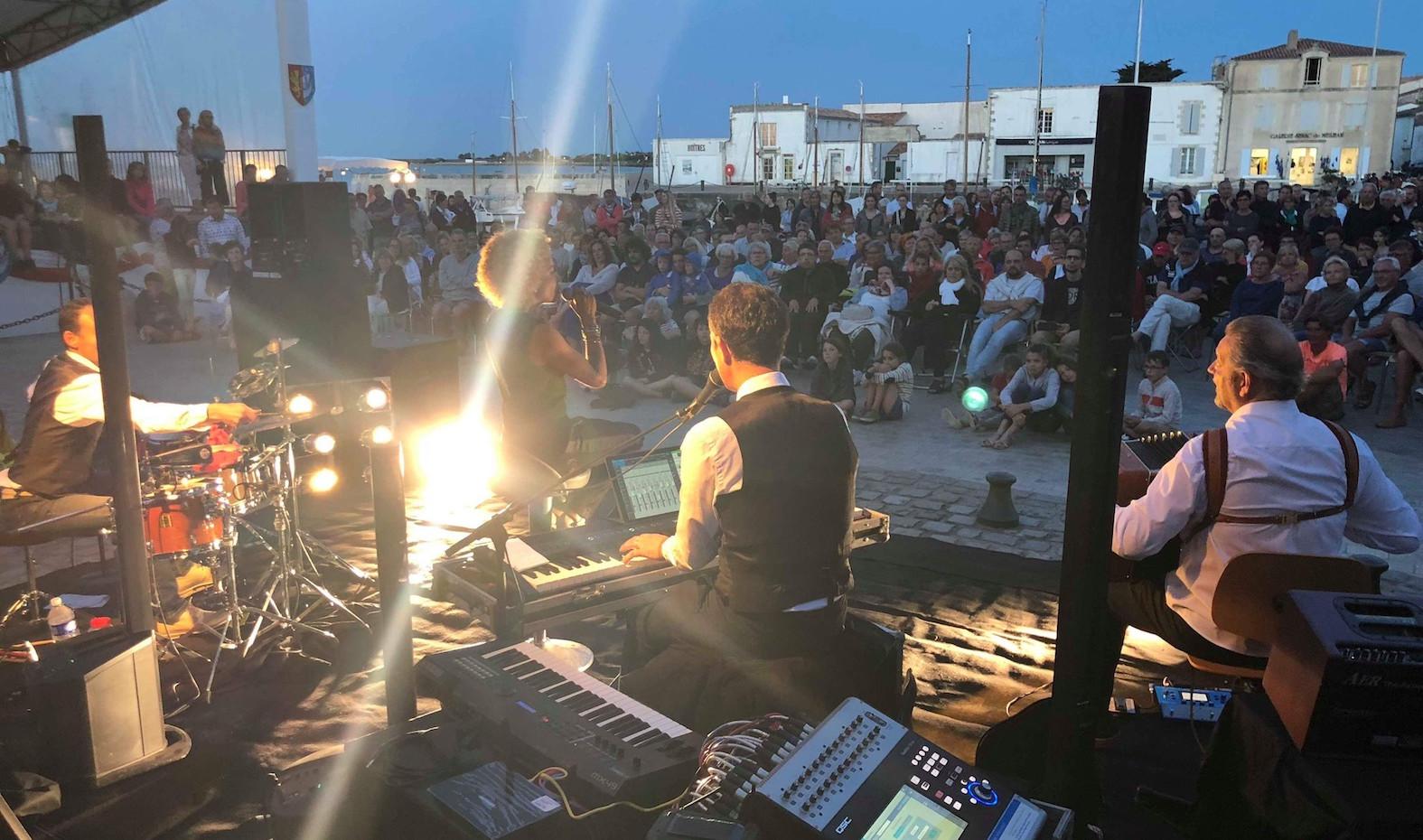 Jazz Festival, La flotte, Ile de Ré.  So&So face au public. © Alain Sevias