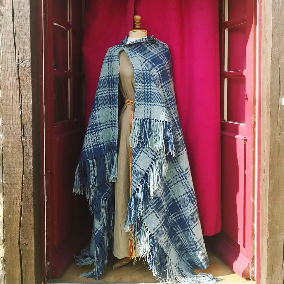 Manteau type Sayon Celte Bleu à carreaux