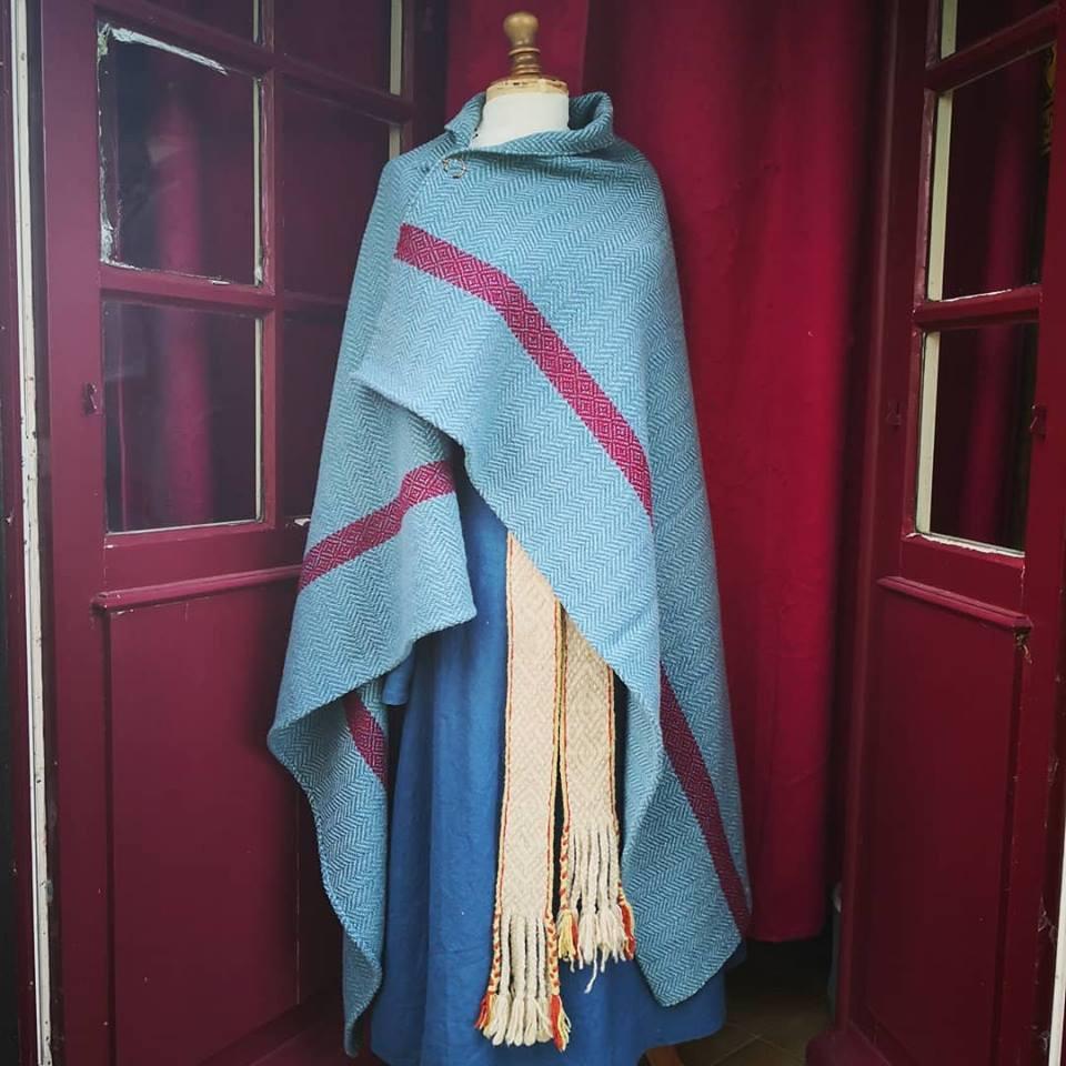 Châle grande taille Bleu et rouge pour reconstitution Scandinave