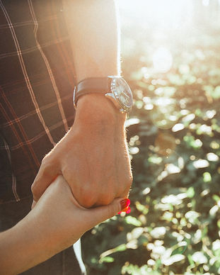 holding-hands-2617778_1920_edited.jpg