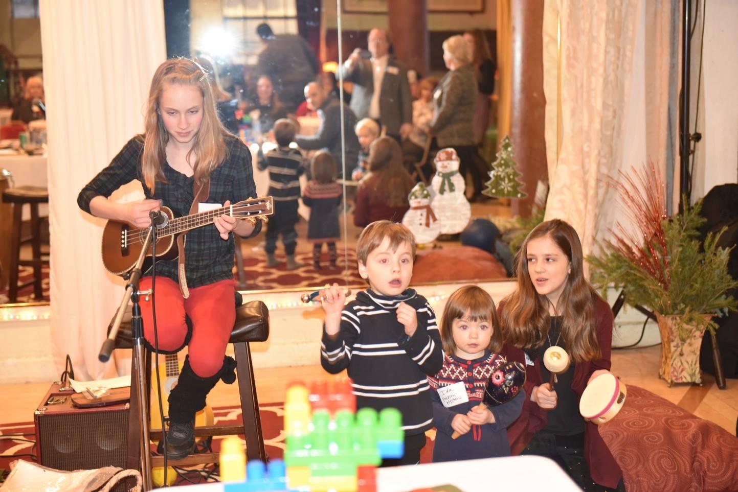 Bijou playing for kids Beddor Xmas 2016.