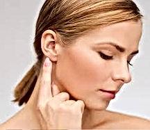 cirurgia de lóbulo da orelha rasgada fendido