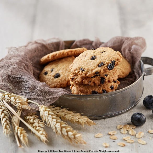 Amore Oat Cookies Blackcurrant Chocolate Chips