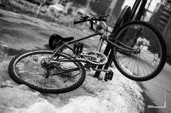 uNYque-bikeinsnow.jpg