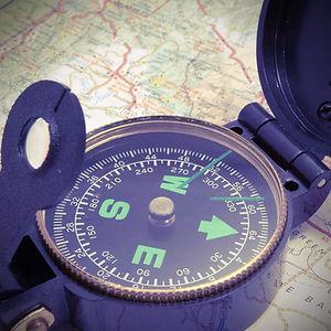 Brújula en el mapa