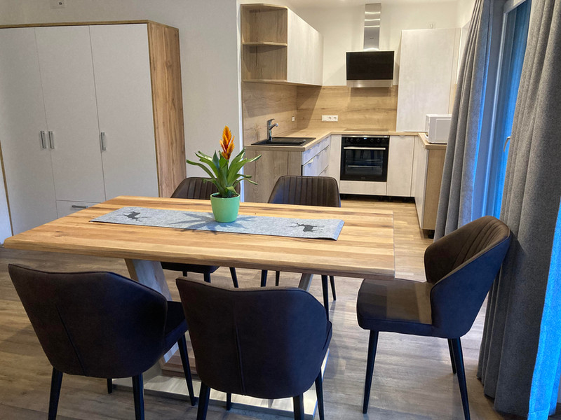 Küche_mit_Tisch2.jpg
