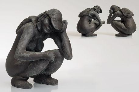 [s024]  Crouching
