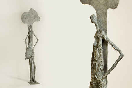 [s041]  נערה ועץ