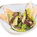 Korhely Cézár saláta szardella filével, sajtos házi lepénnyel